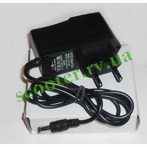 Зарядное устройство 12V 1А импульсное, универсальное